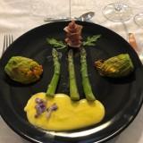 fleur de cougettes farcies, sauce hollandaise fleurs de glycine