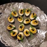 oeufs marinés au vinaigre et caviar